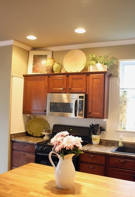 Decorating above kitchen cabinets freshomes How to decorate the top of your kitchen cabinets